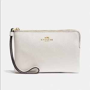 New with tags ✨ COACH leather corner zip wristlet